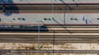 Újabb csapás a budapesti közlekedésre: egy hónapig szünetel a forgalom ezen a pályaudvaron