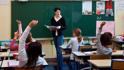 Itt áll feketén-fehéren: ennyire alacsony a magyar tanárok fizetése