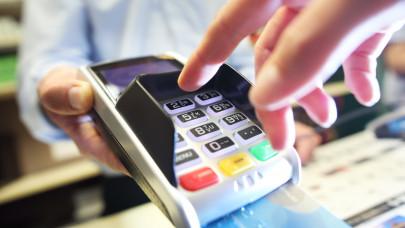 Sok magyar ezért ódzkodik még mindig a kártyás fizetéstől: hiába gyorsabb és biztonságosabb