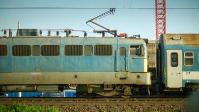 Lecsapott a hőség a MÁV-ra: ezek a vonatok csak 80-al mehetnek, fél órás késésekre kell készülni
