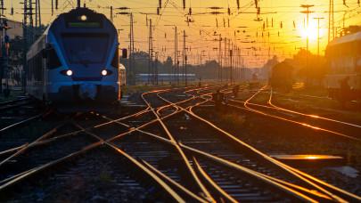 Halálos vonatbaleset történt Magyarországon: ennyit tudni egyelőre a reggeli tragédiáról