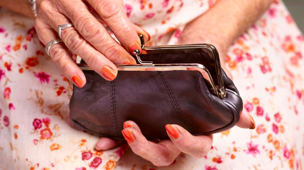 Érik a sírig tartó munka: ezt már nem lehet helyrehozni, brutális nyugdíjkorhatár emelés jöhet