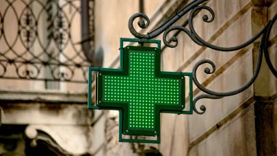 Korlátozás helyett modern szabályozás: ezt javasolják a Parlamentnek most a gyógyszerészek
