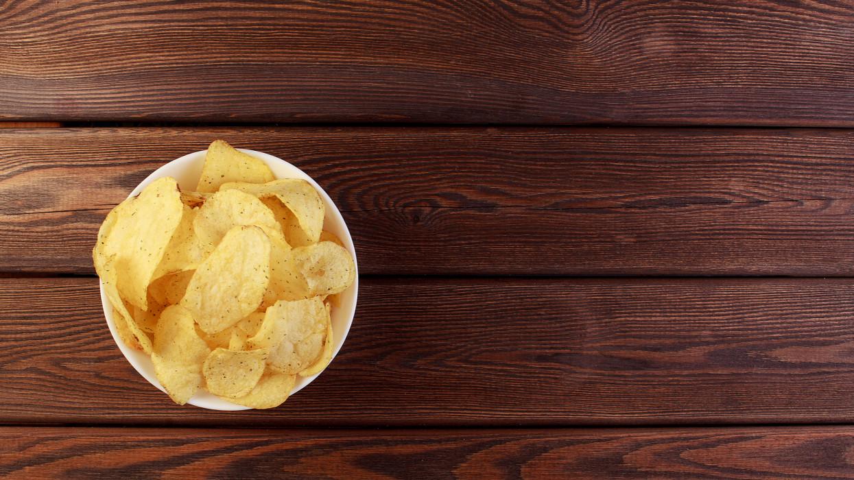 Rekordösszegű chipsadót szedett be a NAV: ennyivel sarcolták meg a nasigyártókat tavaly