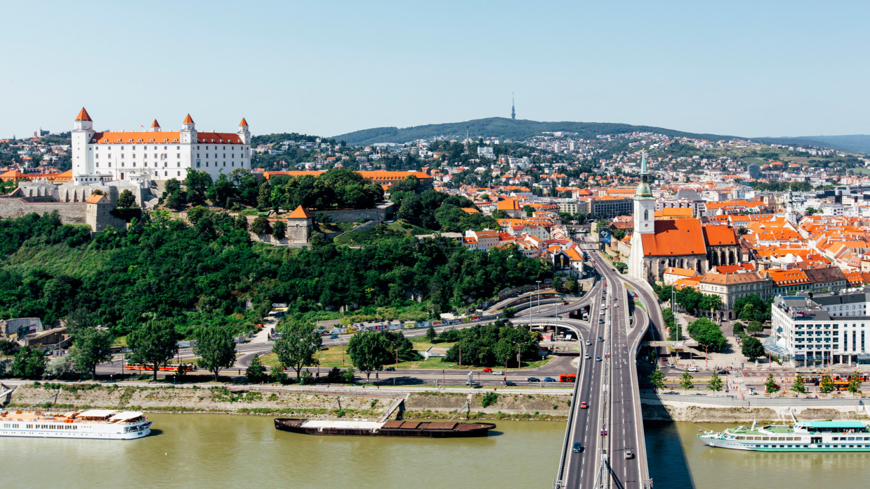 Szigorítanak Szlovákiában: határátkelőket is lezárnak hétfőtől