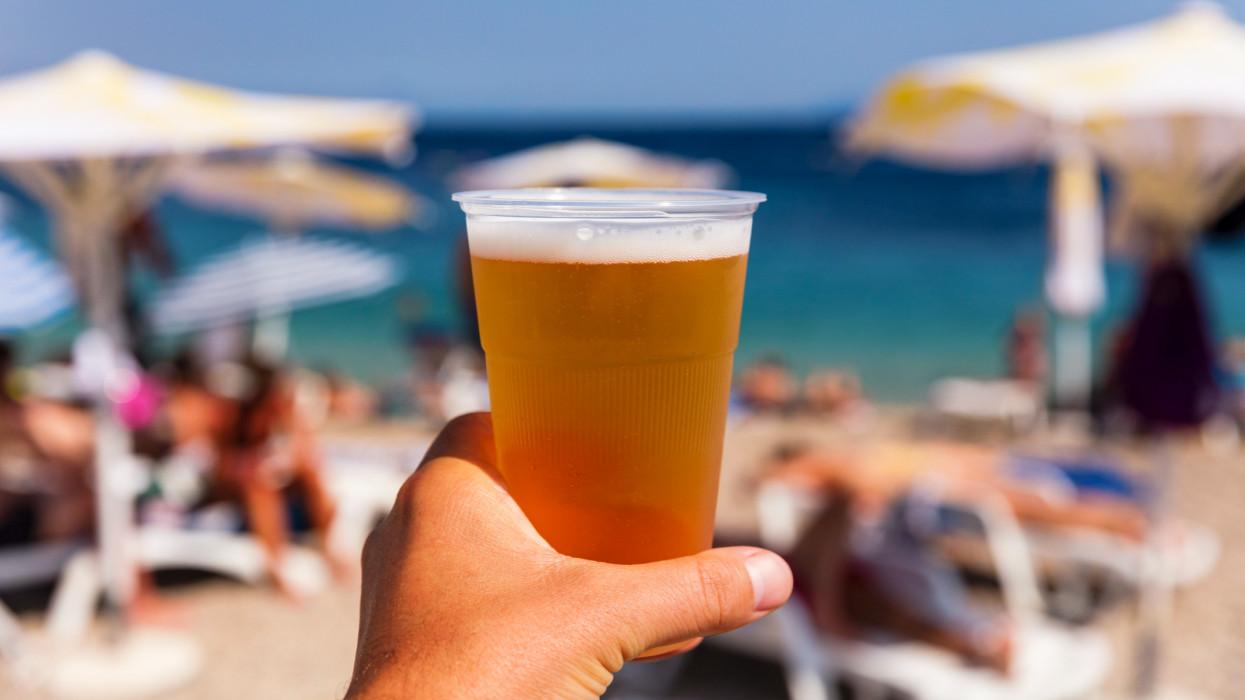Így lett a fagyi, a lángos, a sör ára 2021-re egy vagyon: mi folyik a magyar strandokon?