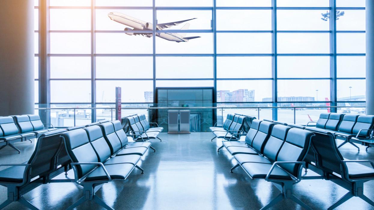 Repülővel utazol ezen a nyáron? Erre mindenképpen figyelj, különben hoppon maradsz!