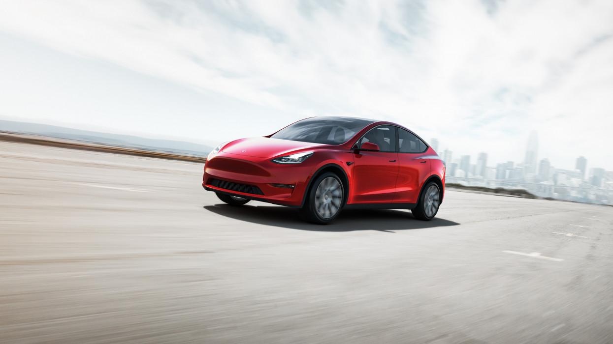 Hivatalos, Magyarországra is megérkezett a legújabb Tesla: ennyibe kerül itthon a Model Y