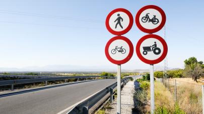 Autósok, figyelem! Az ilyen járműveket messziről kerüljétek: nyáron sok balesetet okoznak