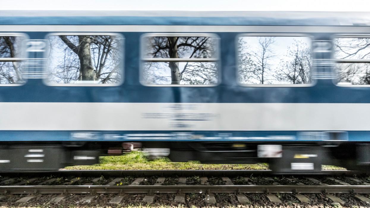 Kisiklott egy tehervonat: nem járnak a vonatok egy fontos elővárosi szakaszon