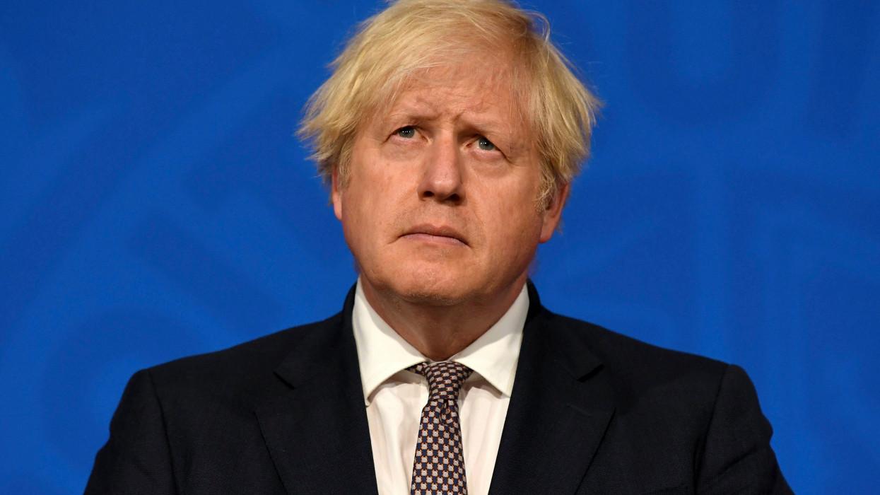 London, 2021. július 5.Boris Johnson brit miniszterelnök sajtótájékoztatót tart a londoni kormányfõi rezidencián, a Downing Street 10-ben 2021. július 5-én. Johnson bejelentette, hogy két hét múlva feloldják a koronavírus-járvány terjedésének megfékezésére elrendelt, még érvényben lévõ utolsó jogi korlátozások nagy többségét.MTI/AP/AFP pool