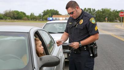A lejárt jogosítvány cseréje: Mi a teendő ha lejárt a jogosítvány, lejárt jogosítvány meddig hosszabbítható meg?