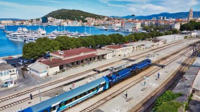 Tömegek indultak az Adriára idén, méghozzá vonattal! Mutatjuk: mennyibe kerül, mik a feltételek