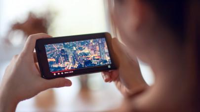 Szárnyal a reklámpiac: ezek a területek húzták ki a válságból