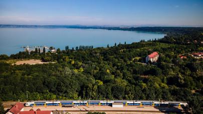 Megdöbbentően sokan utaznak így a Balatonra ezen a nyáron: tudnak valamit?