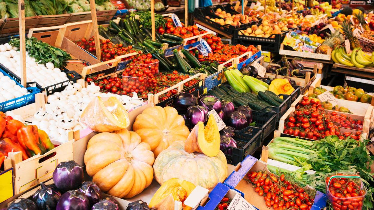 Italy, Sicily, Province of Palermo, Palermo, Mercato Ballaro, fresh produce market stall