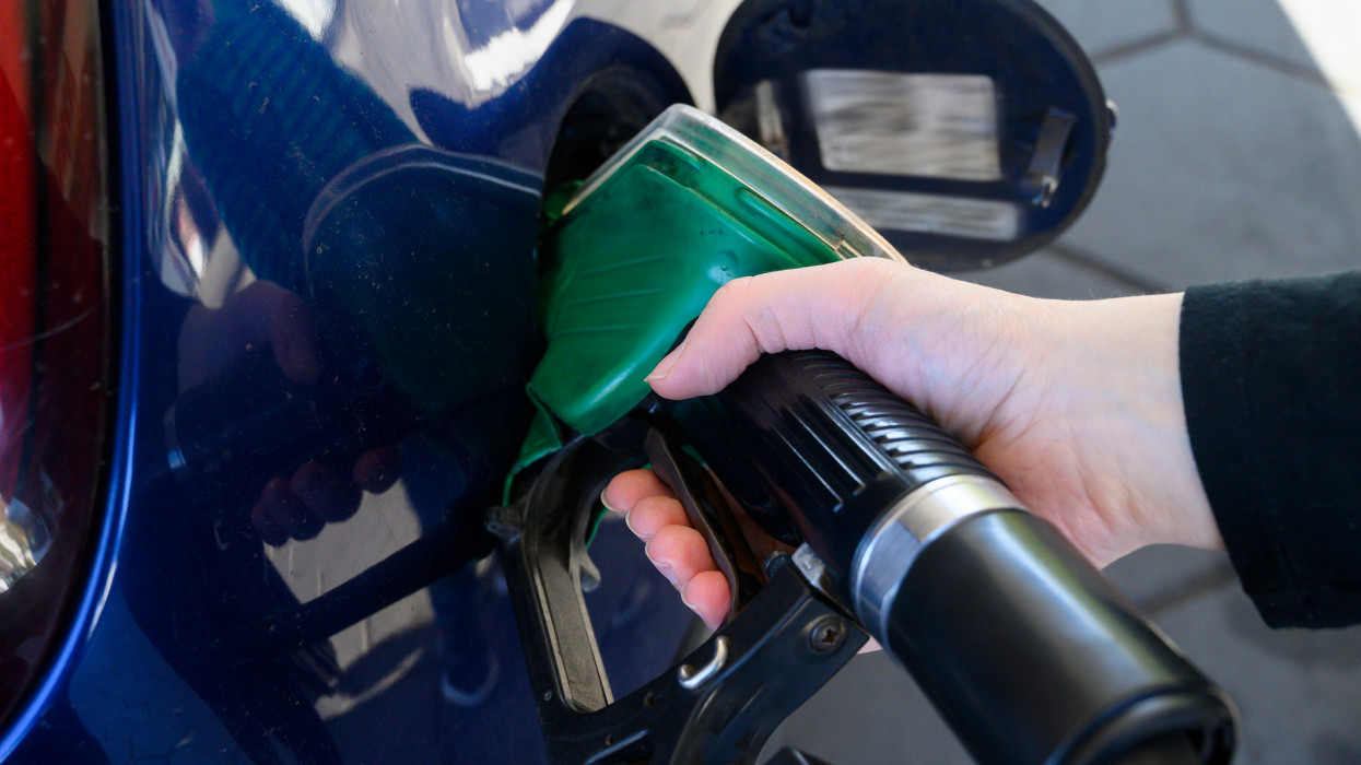Valóság lett a rémálomból: beütött az 500 forintos benzinár, a dízelesek sem úszták meg