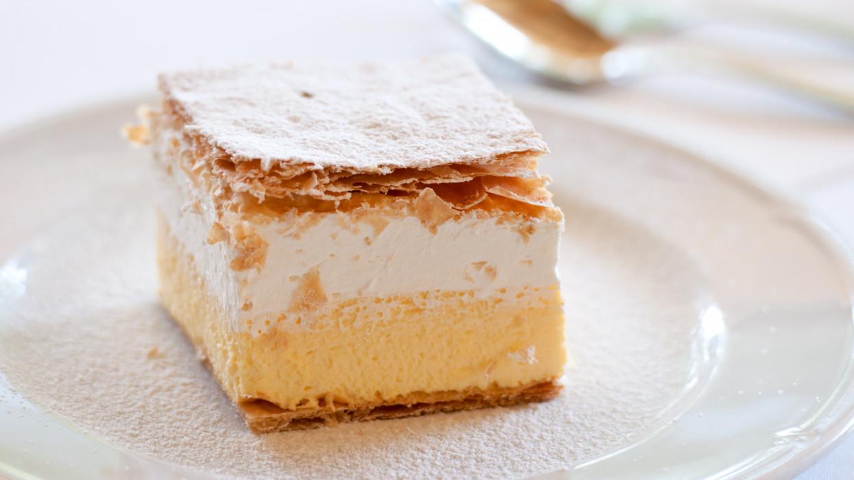 Delicious cream cake. Cremeschnitte, krémes