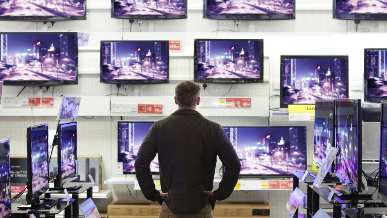 Ész nélkül vették a tévéket a magyarok: az olimpia és az Eb is pörgette a piacot