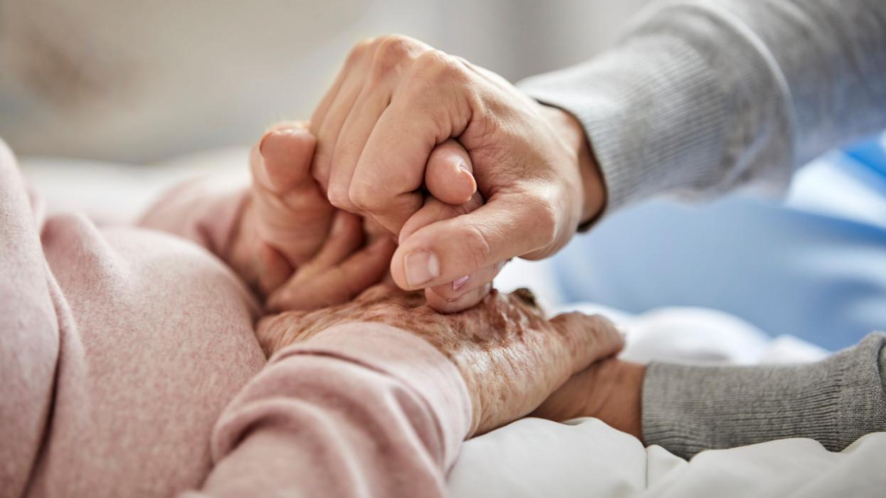 Láthatáron a nyugdíjpara: hiába élnek egyre tovább a magyarok, ha nincs miből