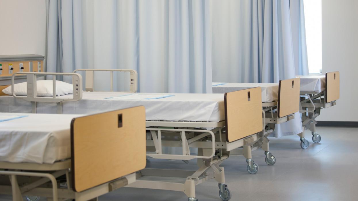 Ombudsman: jogsértő, hogy az oltatlanoknak zsebből kell fizetni a tesztet a kórházi ellátáshoz