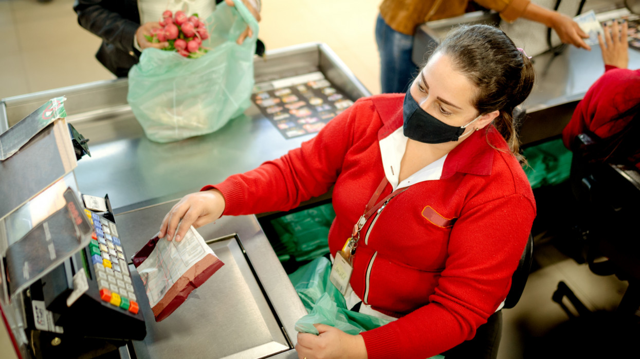Woman shopping at grocery during quarentine