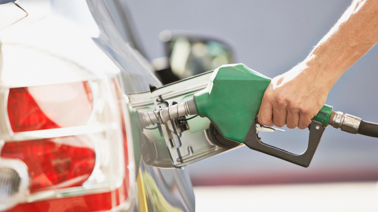 Azt hiszed drága itthon a benzin? Ne panaszkodj, ennyit fizethetsz a horvátoknál, osztrákoknál