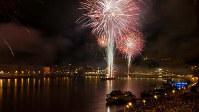Ilyen tűzijátékot még nem látott az ország: extra biztonsági intézkedések lesznek