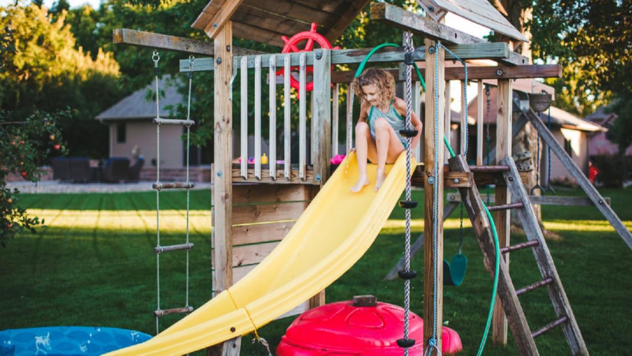 Ilyen kerti palotákat épít a vidéki elit: a gyerekekért semmi sem drága