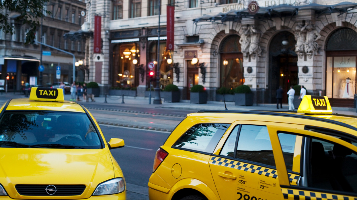 Budapest cabs near Boscolo Hotel and famous coffeehouse New York