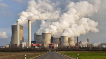 Ürge-Vorsatz Diána: hatalmas hiba volt lélegeztetőgépre kapcsolni az ipart!