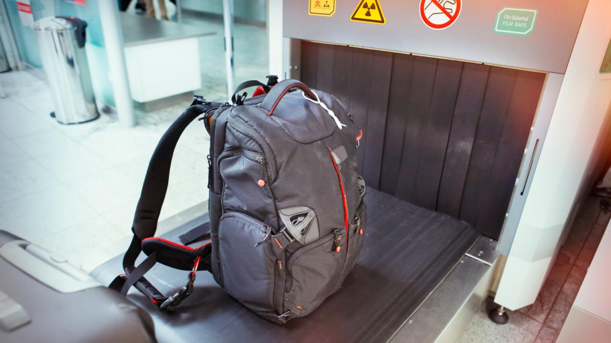 Bakpack at the baggage security screening equipment