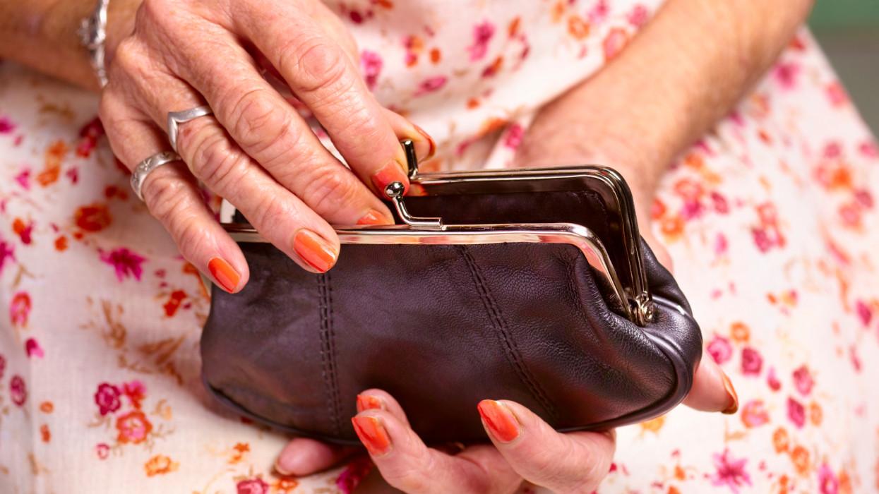 Több tízezer nyugdíjasnak csak álom az 50-56 ezres prémium: nekik sokkal kevesebb járhat
