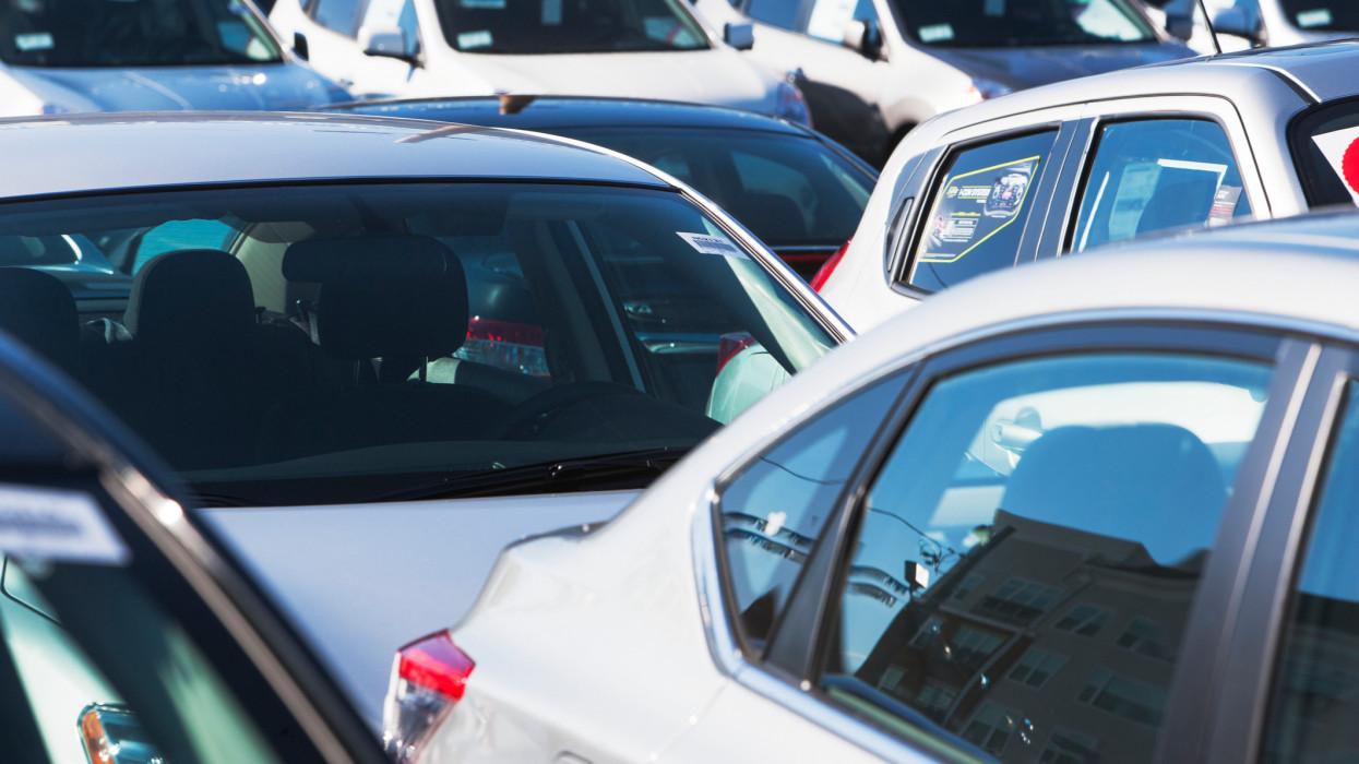 Azért ez nem semmi: pokolian megdrágultak a használt és az új autók is Magyarországon