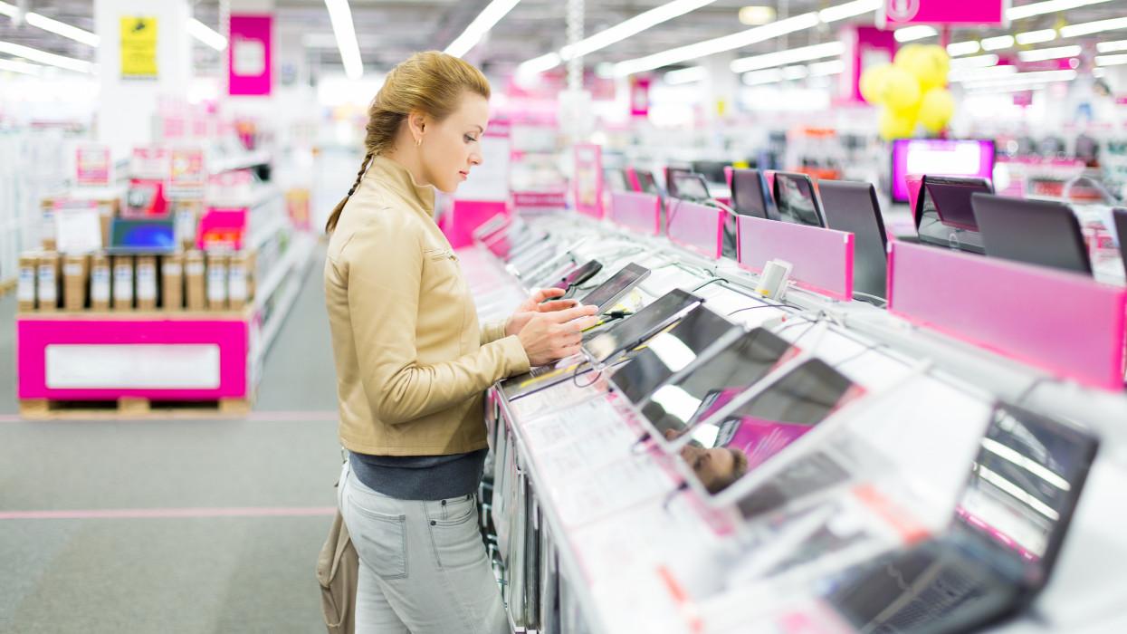Megrohanták a műszaki boltokat a vásárlók: ezeket a laptopokat, tableteket veszik, mint a cukrot