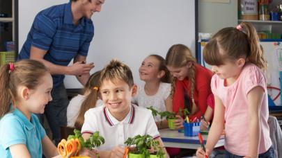 Ezzel mentenék meg a pedagógusokat Magyarországon: már a csőben az új tervezet