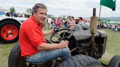 Havi 60 ezer forintból él az egykori sztártévés: most autóját árverezi, hogy pénzhez jusson