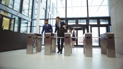 Durva szabálysértések forrásai lehetnek a munkahelyi belépőkártyák: csak így kérhetik le az adatokat a cégek