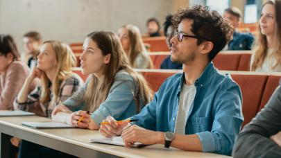 Rengeteg középiskolás, egyetemista tanulhatna ösztöndíjjal, mégsem teszik: mitől ijedtek meg?