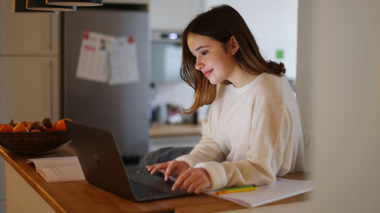 10+1 tipp: ilyen laptopot érdemes venni a gyereknek iskolakezdéskor