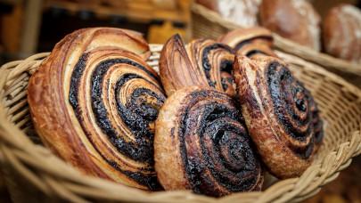 Hogyan készül a kakaós csiga leveles tésztából és kelt tésztából?