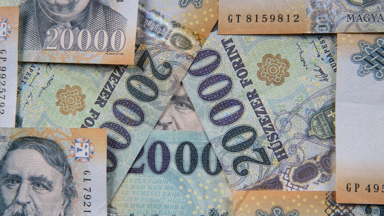 80 ezren igényelték, 71 ezren már megkapták a 219 ezer forintos támogatást: még neked sem késő