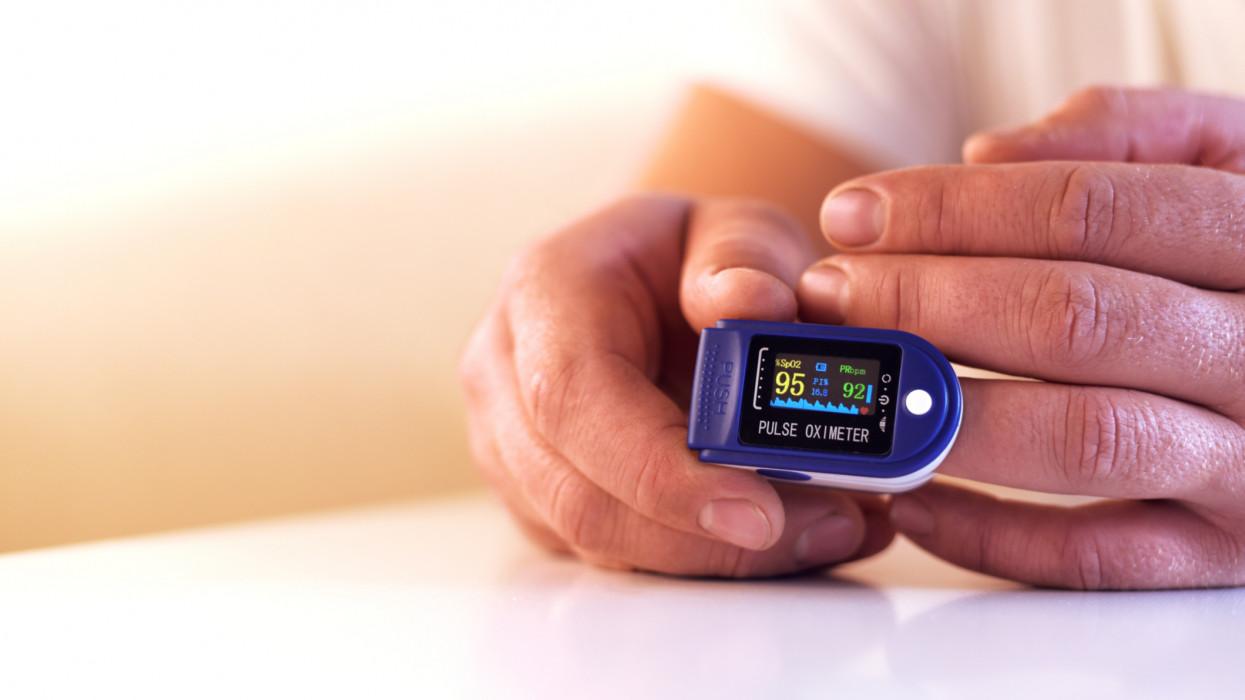 A pulzoximéter használata: Így mérd meg a véred oxigénszintjét!