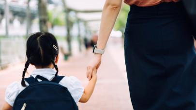 Erről sok szülő nem tud: minden magyar iskolásnak jár az ingyen biztosítás
