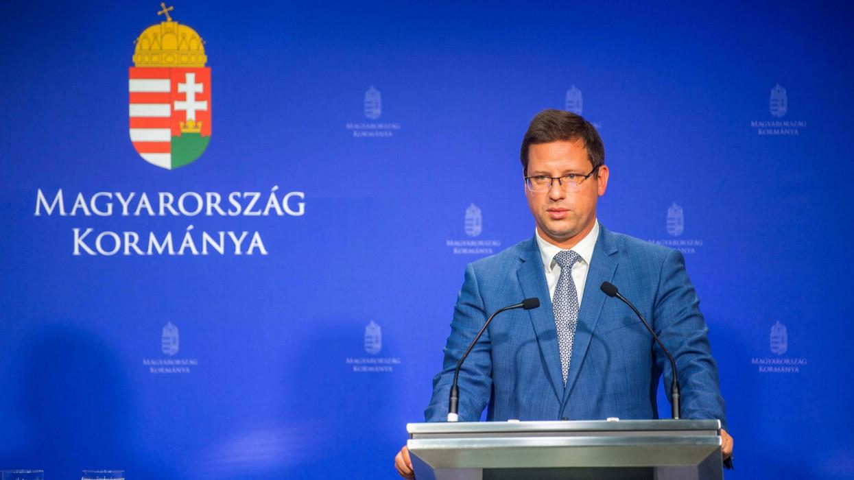 Gulyás Gergely: jöhetnek a kötelező oltások a magyar munkahelyeken