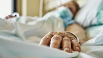 Tragikus a negyedik hullám kockás füzete: ezek a magyarok vannak most többségében kórházban