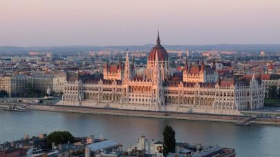 Megszavazták: januárig biztosan marad a COVID-veszélyhelyzet Magyarországon
