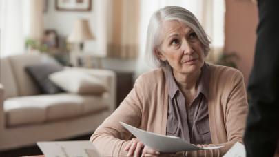 Egy lépésre vagyunk a nyugdíjkatasztrófától: a magyar idősek nagy részének felkopik az álla