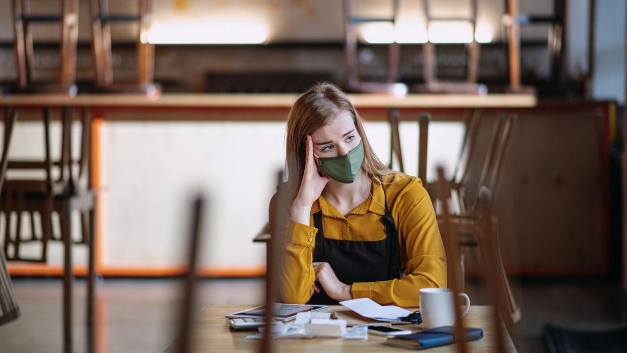 Brutális a bércsökkenés ezekben a szakmákban:  ők a pandémia legnagyobb vesztesei