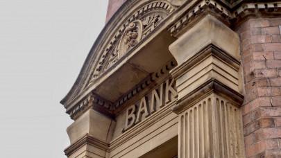 Áremelés jön a magyar bankokban: változhat a számlavezetés, az utalás díja is